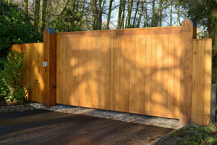 Bespoke Flat Top Oak Gate Swan Gates Garden Fencing & walls