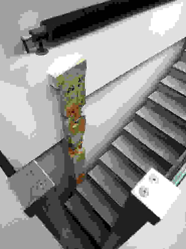 Loft ancienne usine Couloir, entrée, escaliers industriels par KJBI DECO Industriel