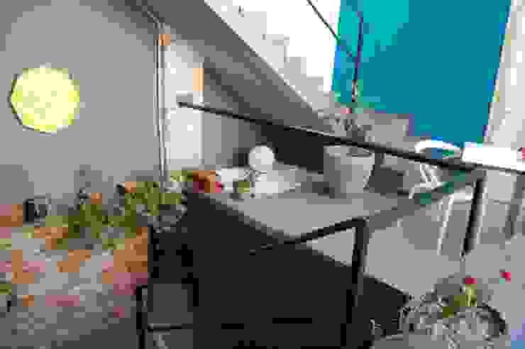 Ristrutturazione Low Cost Balcone, Veranda & Terrazza in stile eclettico di Inarte Progetti di Lucio Mana Eclettico