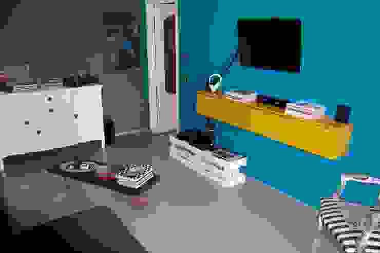 arredamento low cost Sala multimediale eclettica di Inarte Progetti di Lucio Mana Eclettico