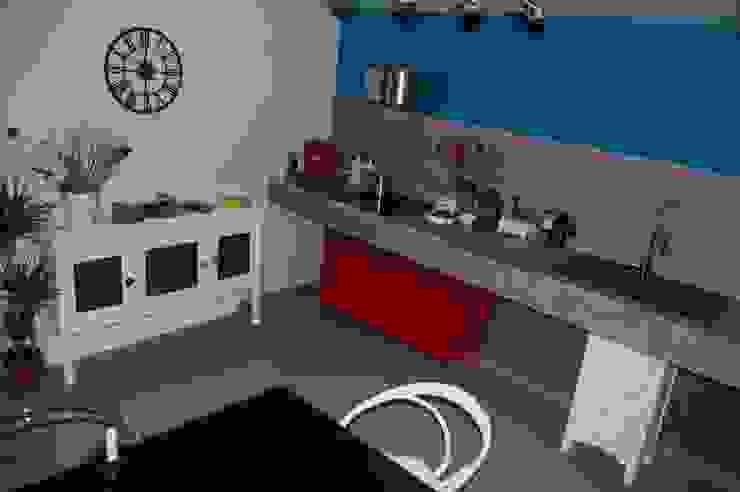 DESIGN LOW COST Cucina eclettica di Inarte Progetti di Lucio Mana Eclettico