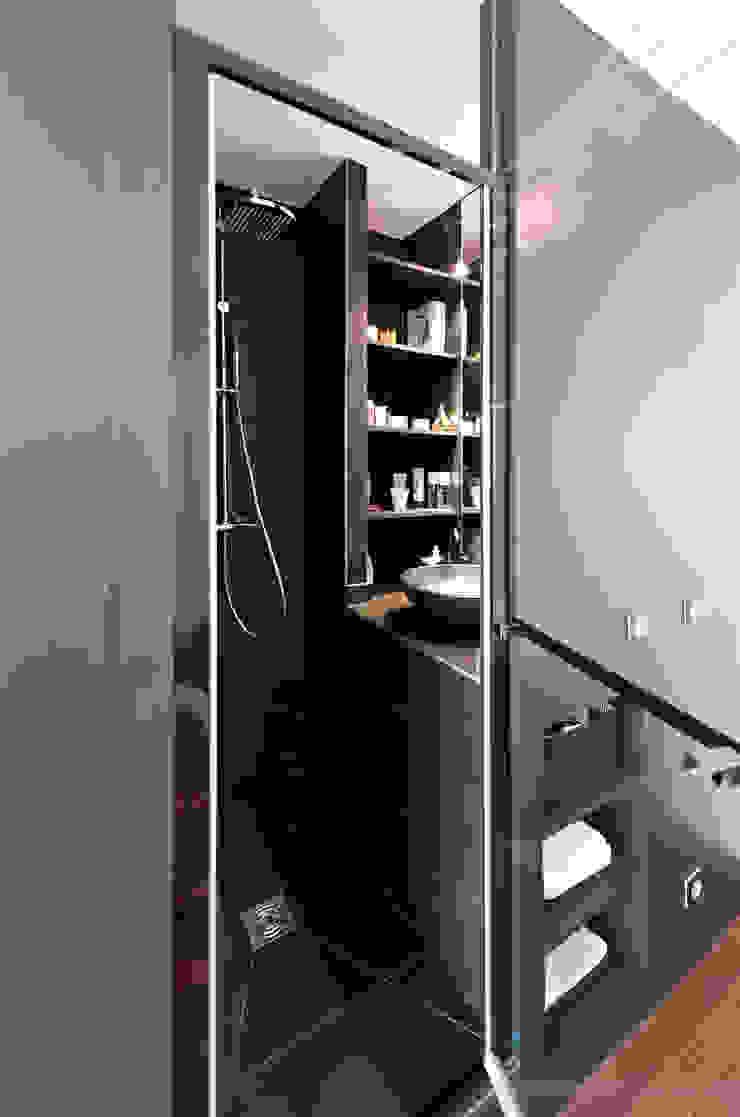 Salle d'eau ultra compacte Salon moderne par Fables de murs Moderne