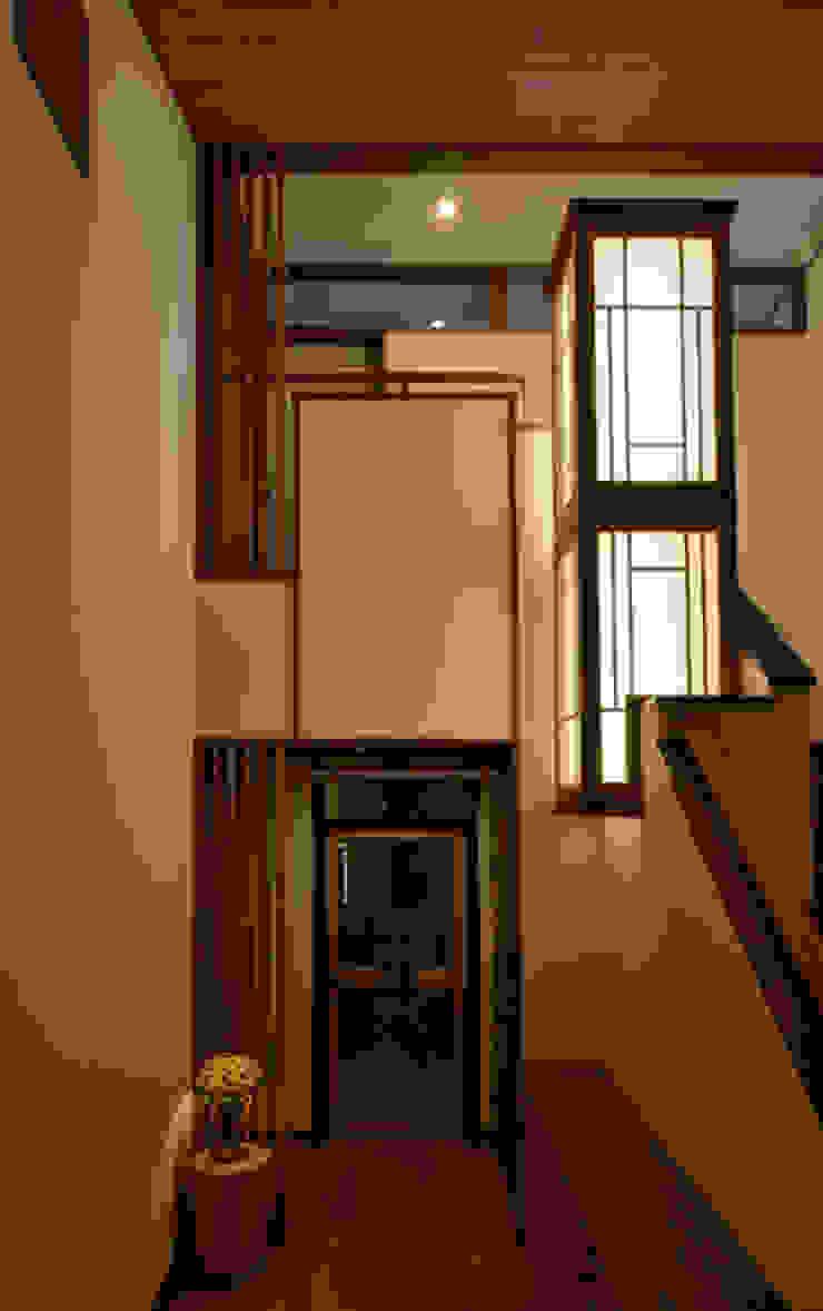 H2O設計室 ( H2O Architectural design office ) Corridor, hallway & stairsAccessories & decoration