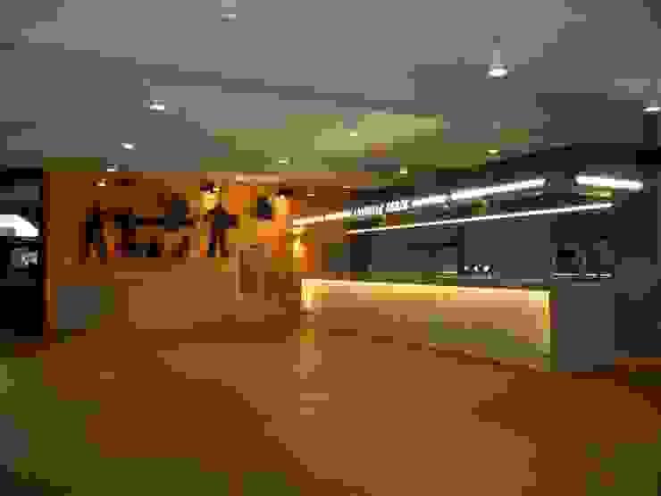 Salle de réceptions Lieux d'événements classiques par SoDa créations pétillantes Classique