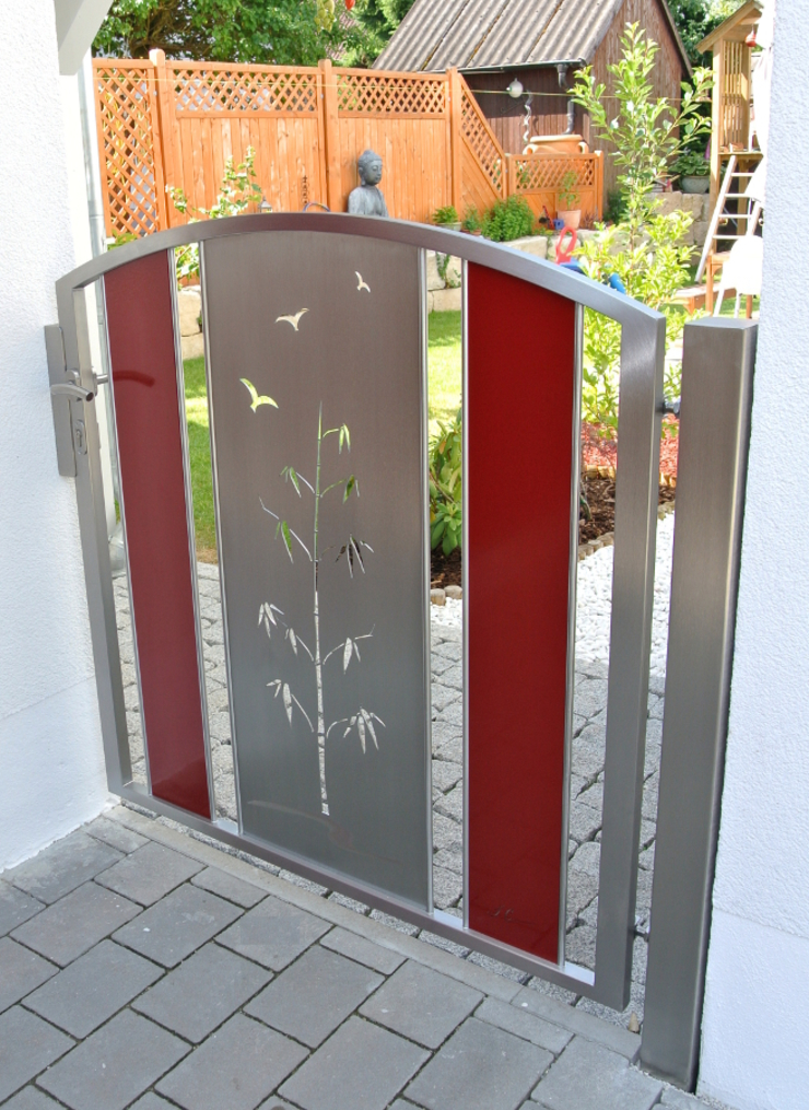 Edelstahltore Moderner Garten von Edelstahl Atelier Crouse: Modern Metall