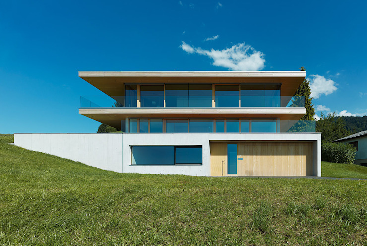 Casas modernas: Ideas, diseños y decoración de Dietrich | Untertrifaller Architekten ZT GmbH Moderno