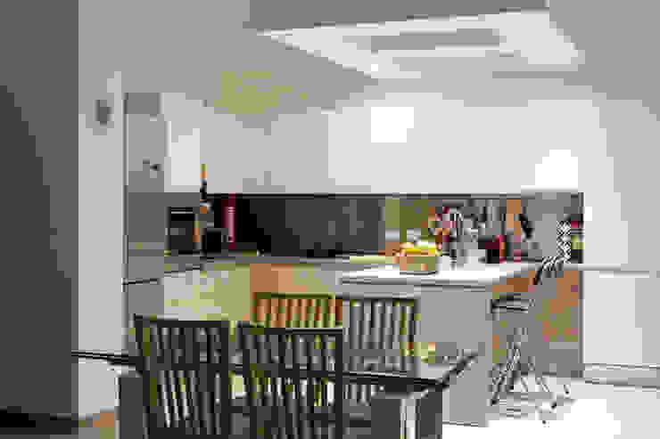CASA AP Cucina moderna di Andrea Orioli Moderno