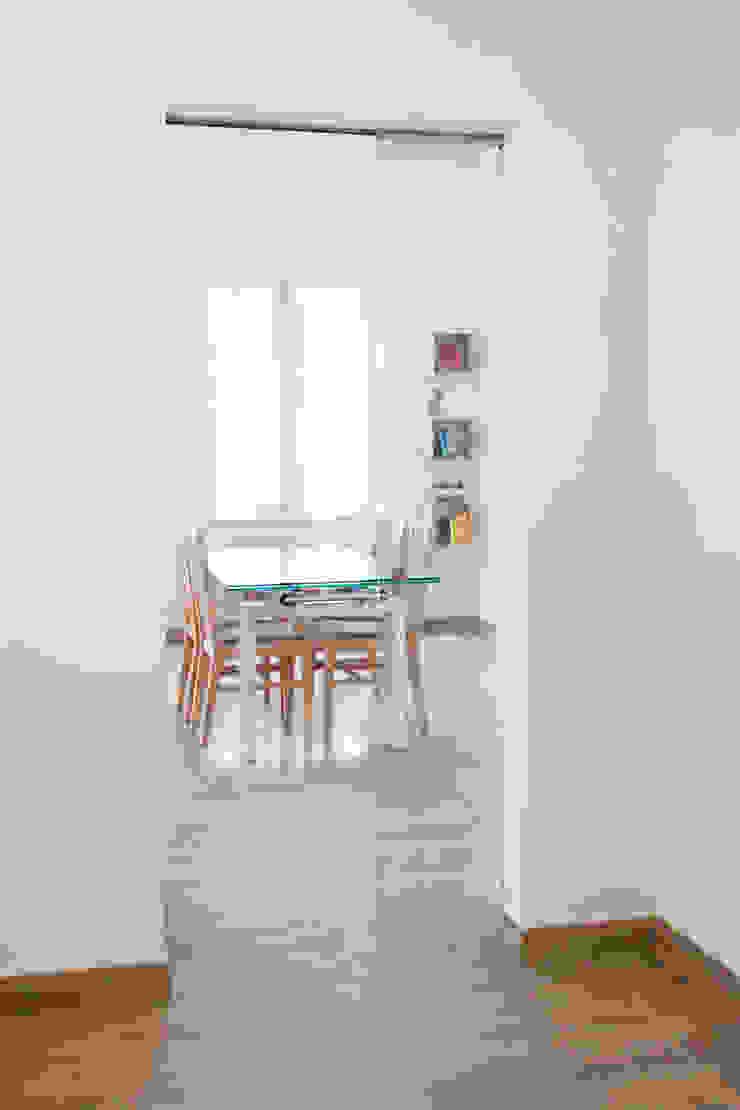 CASA AP Sala da pranzo moderna di Andrea Orioli Moderno