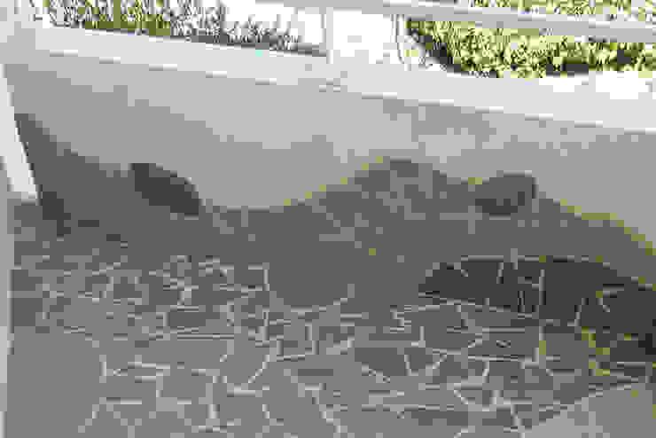Rénovation d'un petit balcon Balcon, Veranda & Terrasse originaux par Mosa de Luna Éclectique