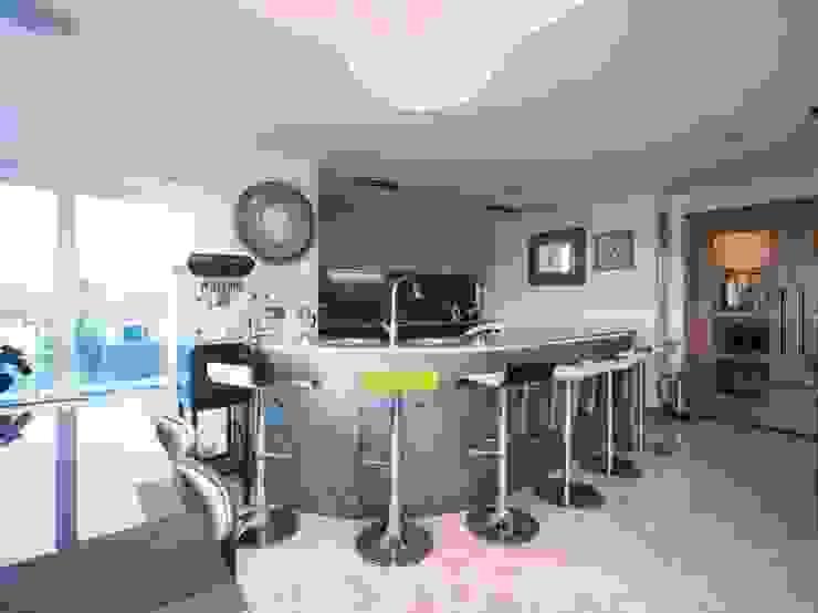 Coastal Penthouse by Yorkshire Design Associates Сучасний