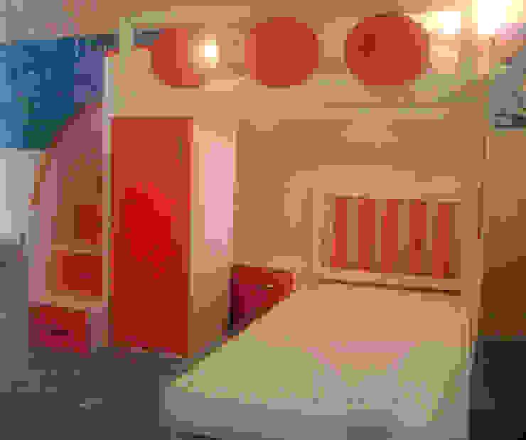Litera moderna de acomodo transversal de camas y literas infantiles kids world Moderno