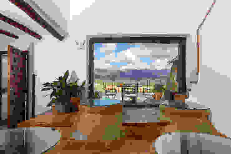 Rustikaler Balkon, Veranda & Terrasse von Espacios y Luz Fotografía Rustikal