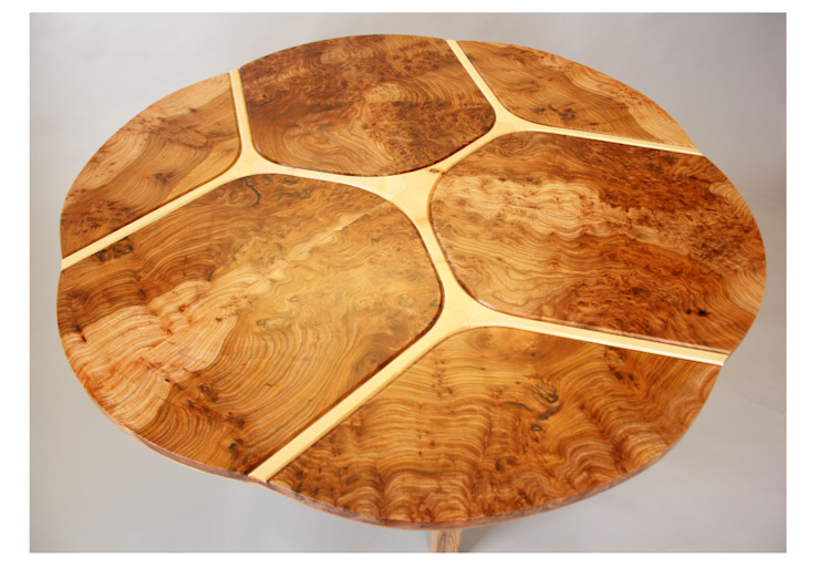 Trinity dining table od Tom Cooper Fine Furniture