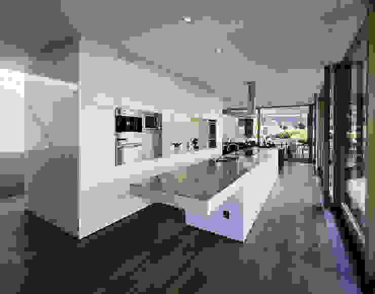 Кухня в стиле модерн от Dietrich | Untertrifaller Architekten ZT GmbH Модерн