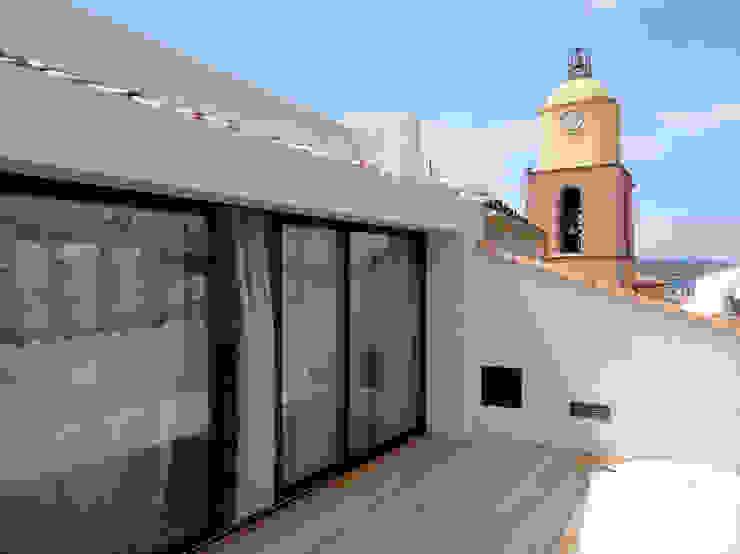 Balkon, Veranda & Terrasse von Casa Architecture