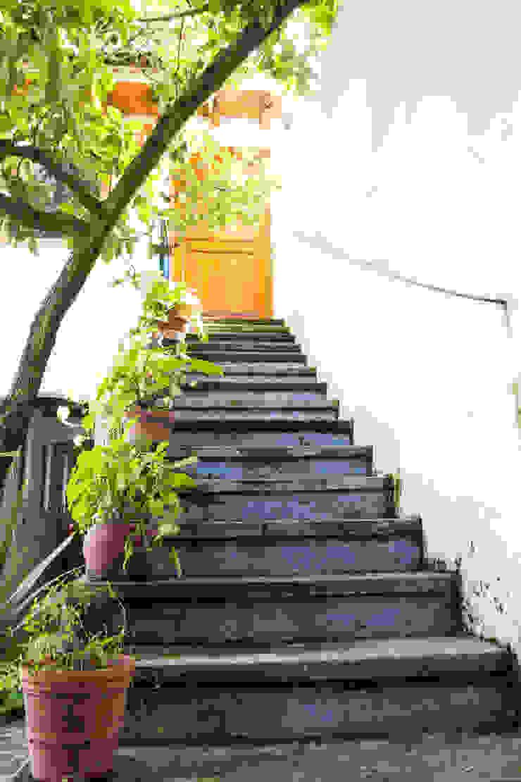 La escalera Mikkael Kreis Architects Pasillos, vestíbulos y escaleras eclécticos