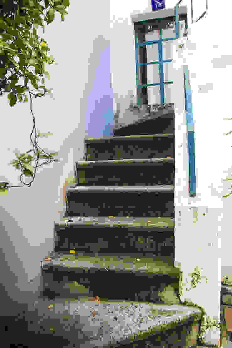 La otra escalera Mikkael Kreis Architects Pasillos, vestíbulos y escaleras eclécticos