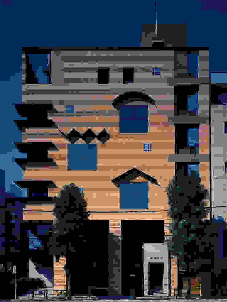 地層の表情 モダンな 壁&床 の ユミラ建築設計室 モダン