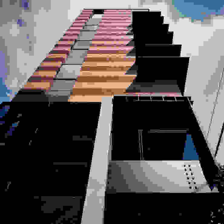 地層の表情 モダンな 家 の ユミラ建築設計室 モダン