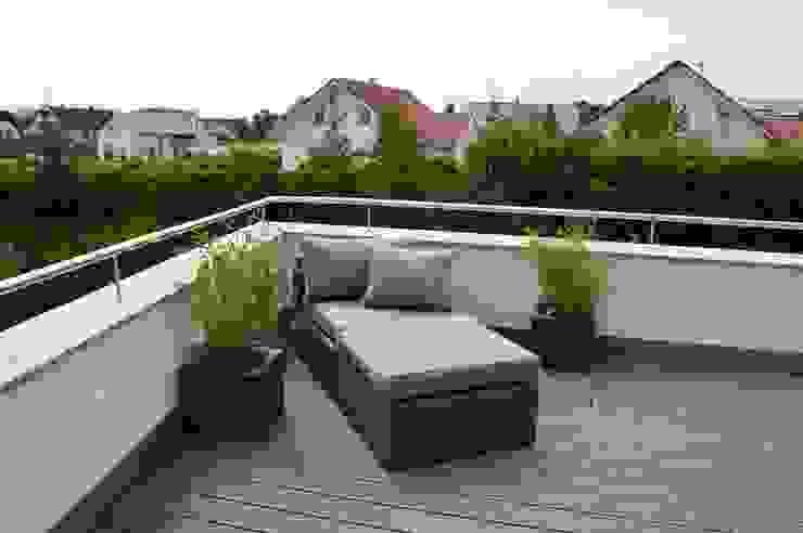 Einfamilienhaus in Aalen Moderner Balkon, Veranda & Terrasse von Architekturbüro Kais und Kais GmbH Modern