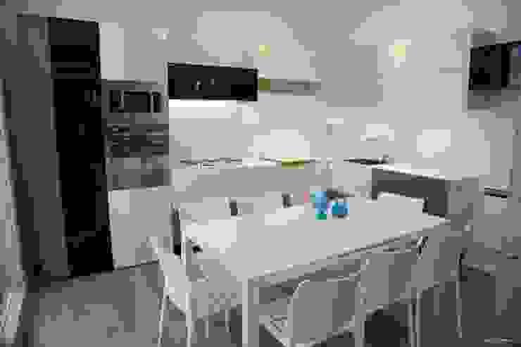 cucina Cucina moderna di G/G associati studio di ingegneria e architettura _ing.r.guglielmi_arch.a.grossi Moderno