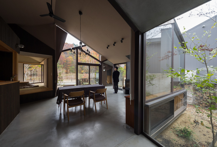 现代客厅設計點子、靈感 & 圖片 根據 間工作舎 現代風