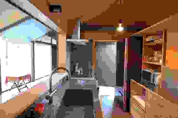 箕面森町の家 モダンな キッチン の 間工作舎 モダン