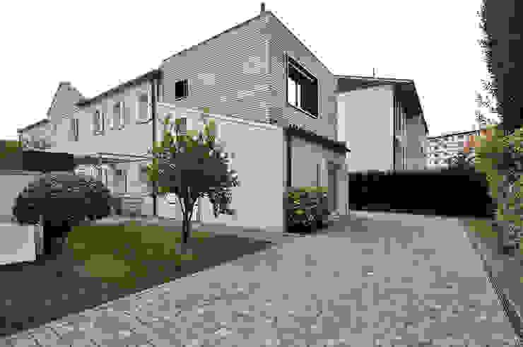 external view Case moderne di Didonè Comacchio Architects Moderno