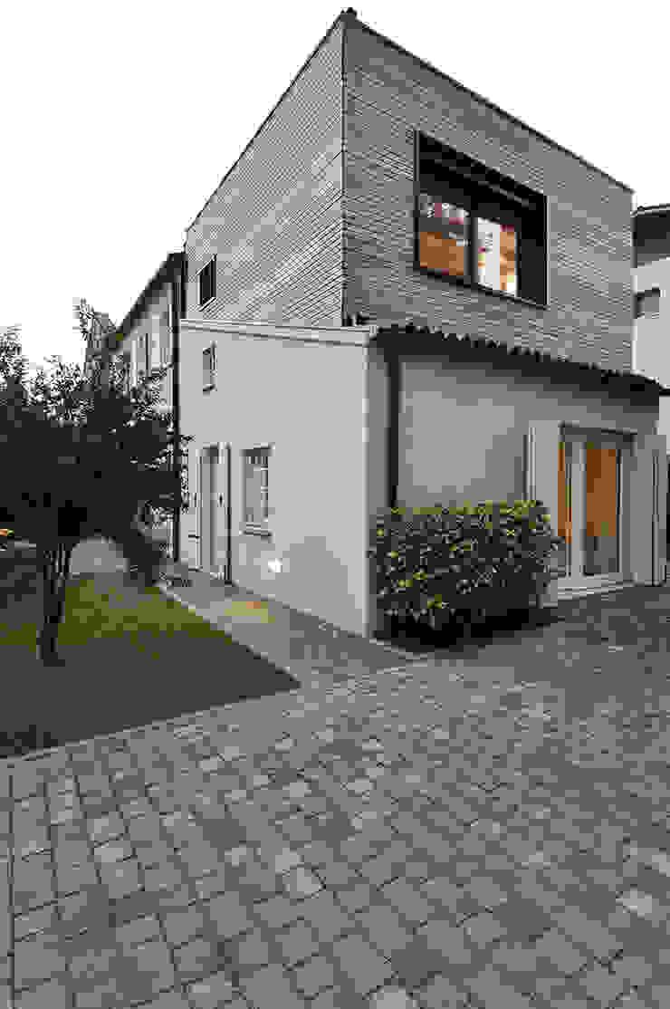 externa view Case moderne di Didonè Comacchio Architects Moderno