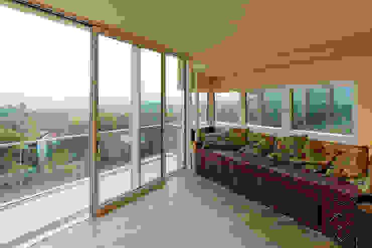 Haus GF Mediterraner Balkon, Veranda & Terrasse von t-hoch-n Architektur Mediterran