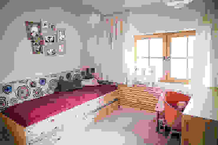 Pokój dla dziewczynki Rustykalny pokój dziecięcy od grupa KMK sp. z o.o Rustykalny