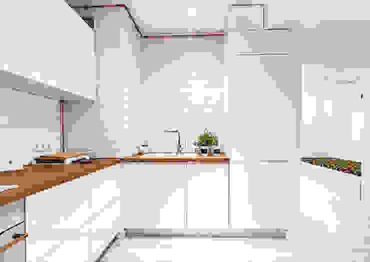 Modern kitchen by grupa KMK sp. z o.o Modern