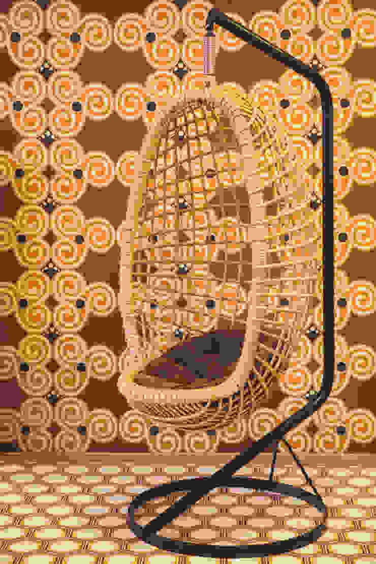 Oude rotan egg chair: modern  door Swiet, Modern
