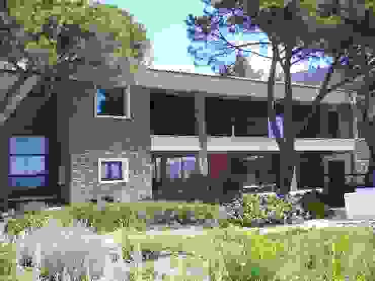 Villa pied dans l'eau Maisons modernes par Véronique Desmit Moderne