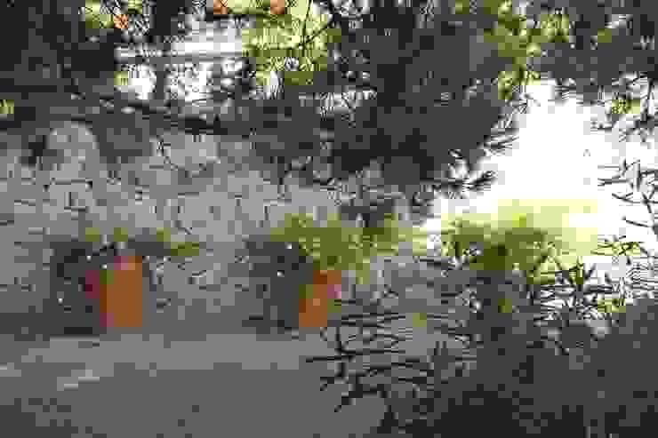 Véronique Desmit Mediterranean style garden
