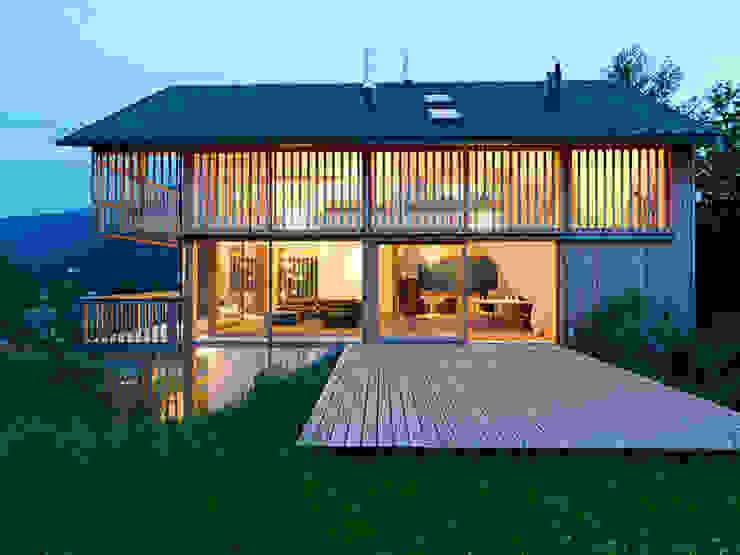 Privathaus mit Holzfenstern Klassische Fenster & Türen von KAPO Fenster und Türen GmbH Klassisch