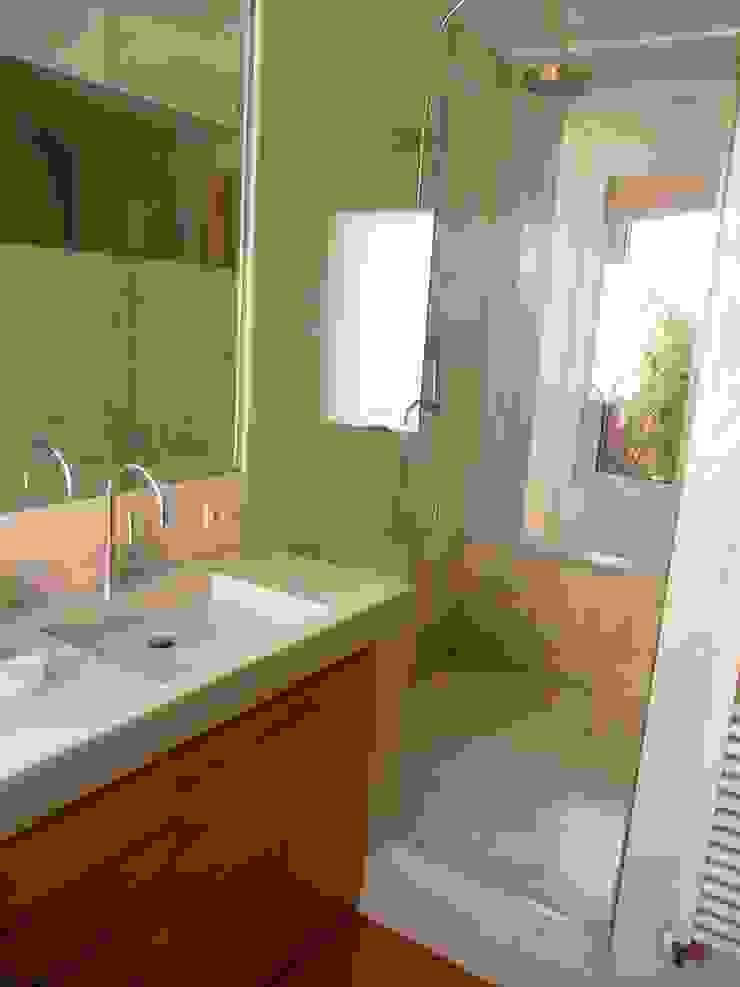 Maroto e Ibañez Arquitectos Minimalist bathroom