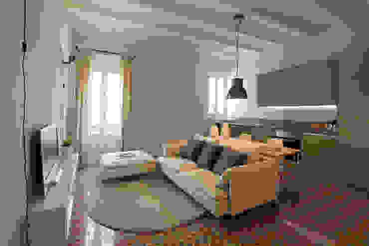 PISO TORRENT MATARÓ Salones de estilo moderno de Lara Pujol | Interiorismo & Proyectos de diseño Moderno