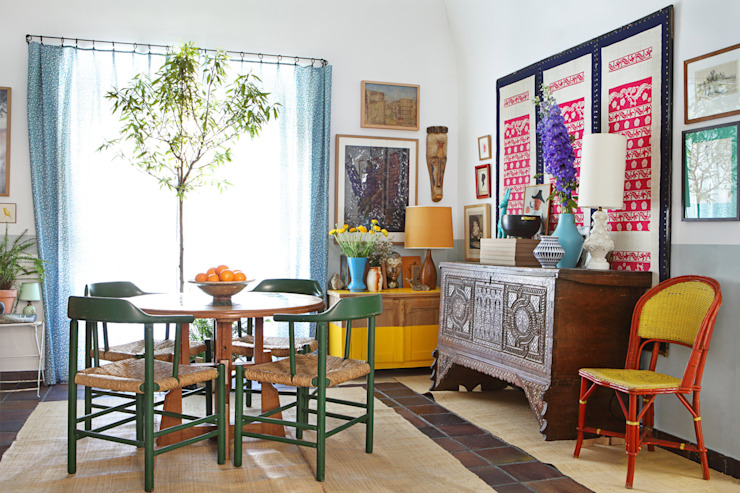 Salas de jantar mediterrâneas por Casa Josephine Mediterrâneo