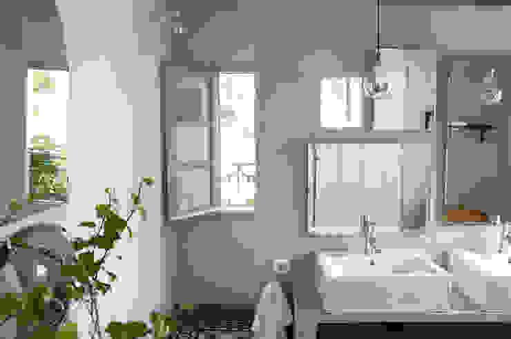 Baños de estilo mediterráneo de Casa Josephine Mediterráneo