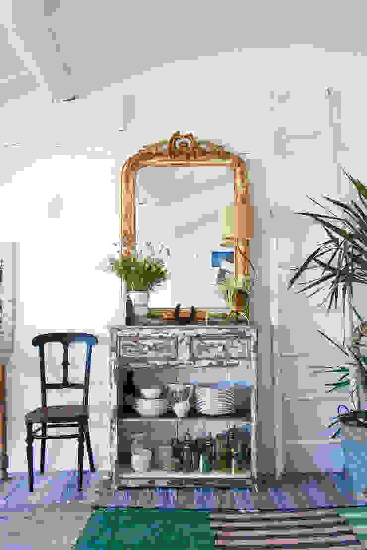 Livings de estilo mediterráneo de Casa Josephine Mediterráneo
