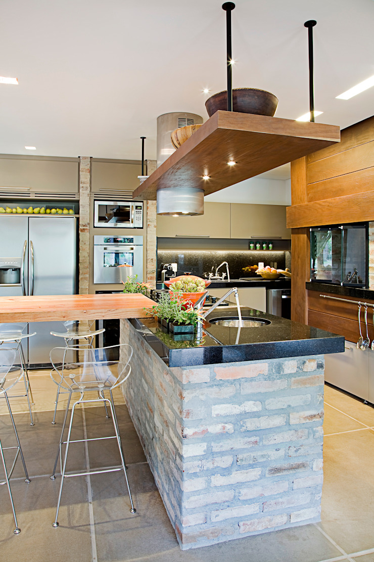Residência MV praia Cuisine originale par Maria Christina Rinaldi Arquitetos Éclectique