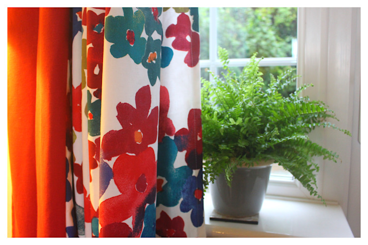 Hand made, made-to-measure curtains. de Crow's Nest Interiors Escandinavo