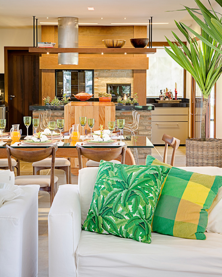 Residência MV praia Eclectic style dining room by Maria Christina Rinaldi Arquitetos Eclectic