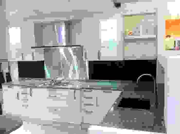 minimalist  by 4 Seasons Kitchens, Minimalist