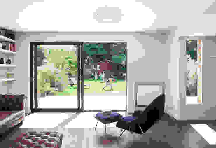 The Living Room Minimalist living room by Francesco Pierazzi Architects Minimalist