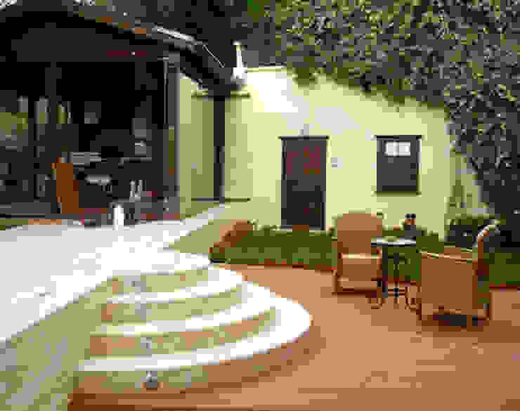 Балкон и терраса в стиле модерн от AR-ES MİMARLIK TİCARET LTD STİ Модерн