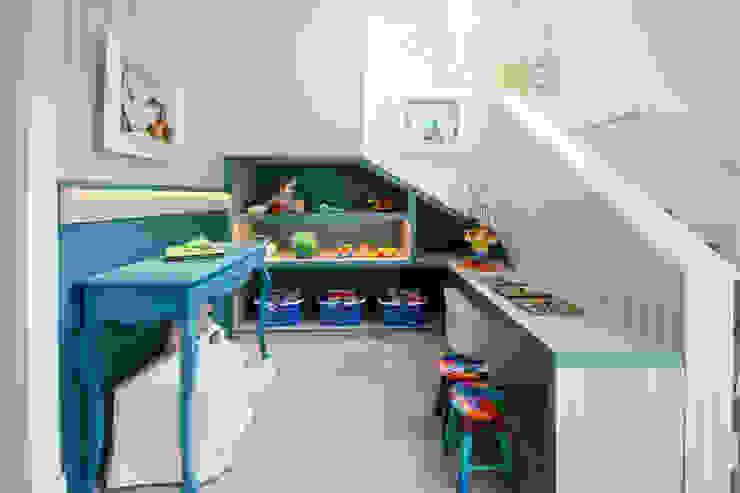 MOSTRA BABY DREAMS - 2014 Quarto infantil moderno por Bender Arquitetura Moderno