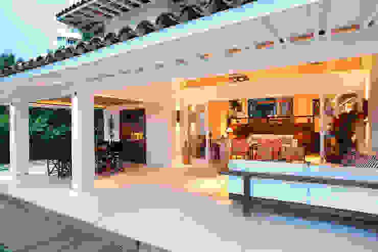 ระเบียง, นอกชาน by Escala Arquitetura