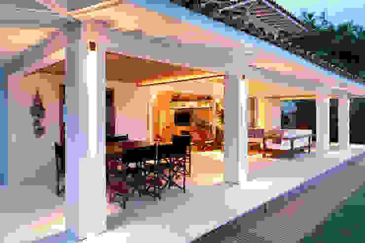 Casa Angra I Varandas, alpendres e terraços campestres por Escala Arquitetura Campestre